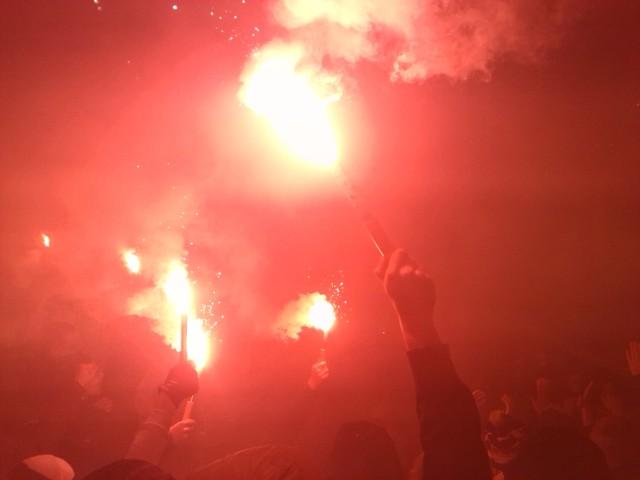 Hertha Fans zünden Bengalos